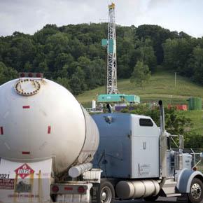 Liquefied petroleum gas truck