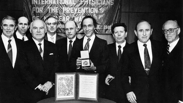 Nobel Peace Prize 1985 group photo